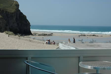 Sea View Beach Flat on the Cornish Surfing Coast