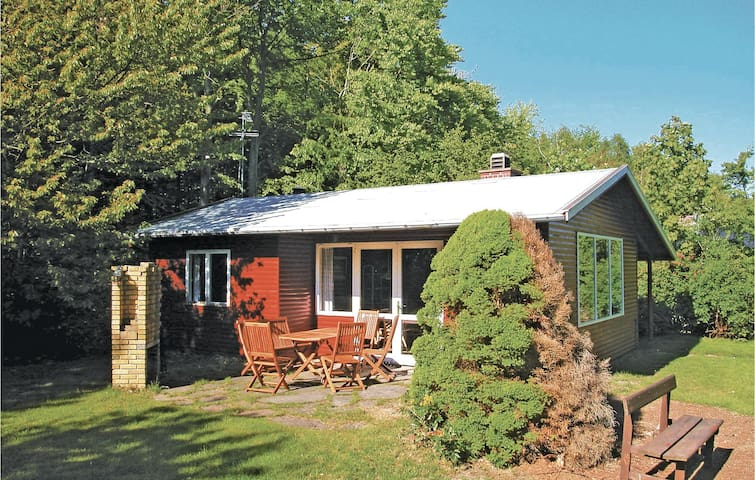 Holiday cottage with 2 bedrooms on 48m² in Rønne