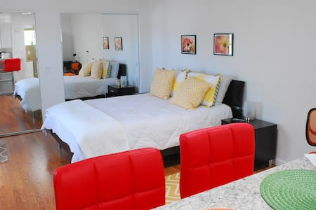 Private, within walk to downtown - El Paso