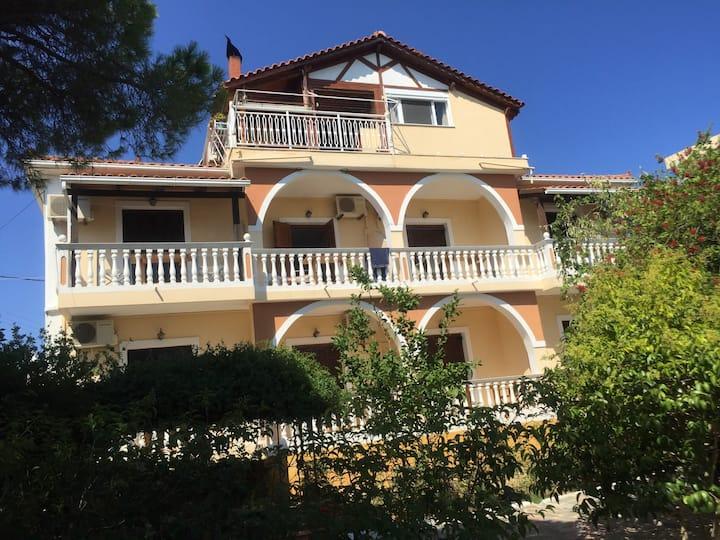 Family house in villa GERANI