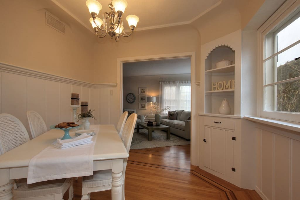 Small, quaint dining room
