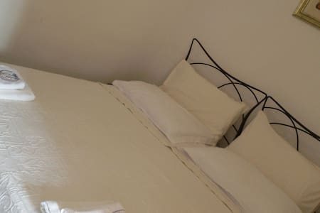 Camera con letto matrimoniale - Guardialfiera - Bed & Breakfast