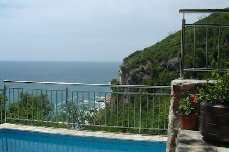 Sea facing villa,pool,walk to sea