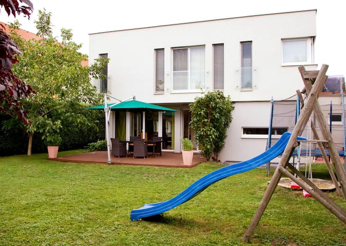 Modern family house close to Vienna - Bockfließ - Huis
