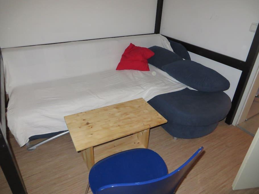 Das Zimmer bei Tag (Couch)