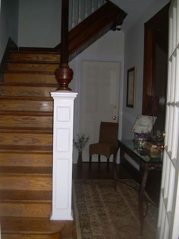 Top FL  1910 Charm! Walk to Museums - Corning - Apartment