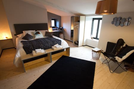 Le Carré 1705 Chambre Louis - La Rochelle - Bed & Breakfast