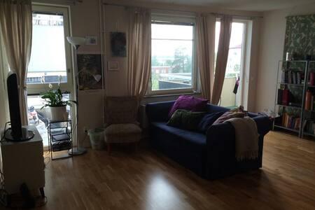 Mysigt rum i rymlig lägenhet - Stockholm
