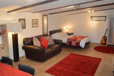 Rural Retreat Cowbridge nr Cardiff - Bonvilston - Chalé
