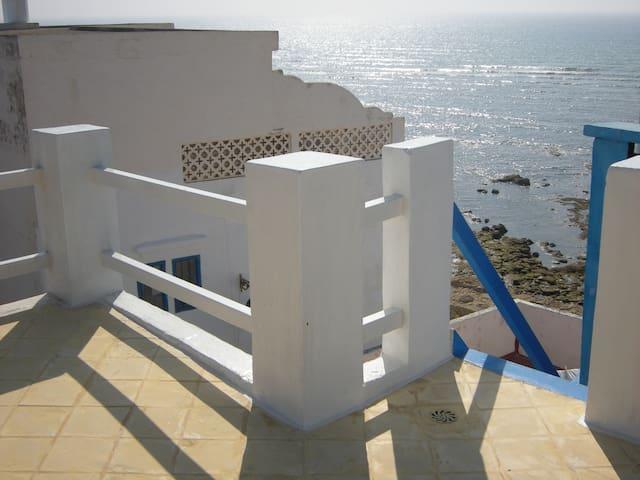 Terrasse ocre jaune : vue océan