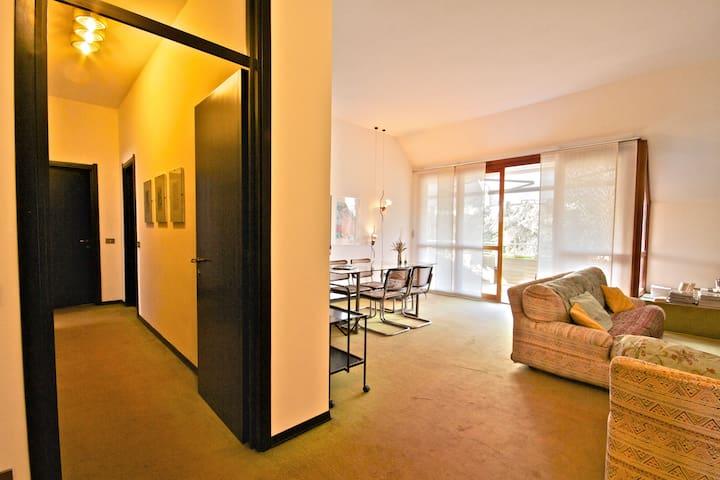 a Milano Due, mansarda con terrazza