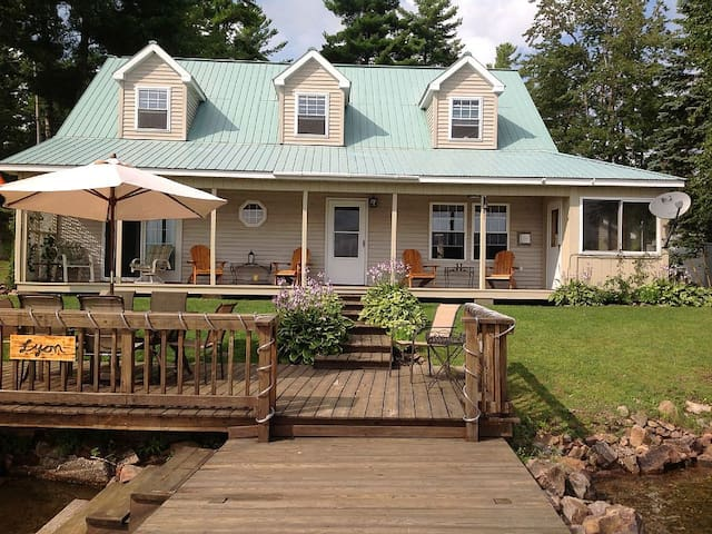 Spacious 3 BR House On Trout Lake