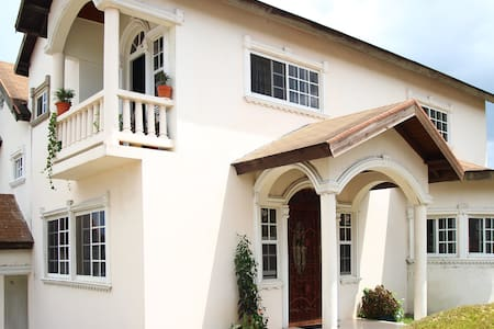 Quiet getaway in the hills of Mobay - Montego Bay