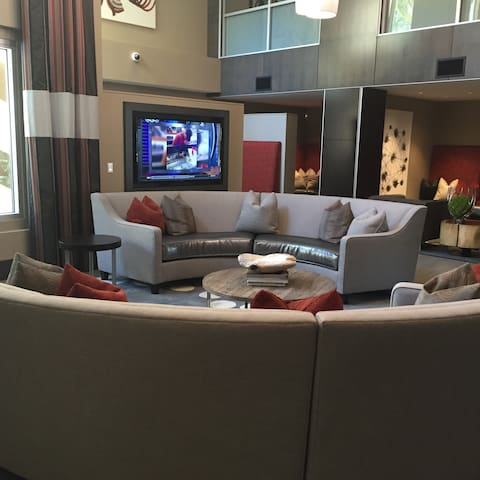 Lounge with refrigerators, warmers for plates, ice maker, several TVs and cable, and free-wifi