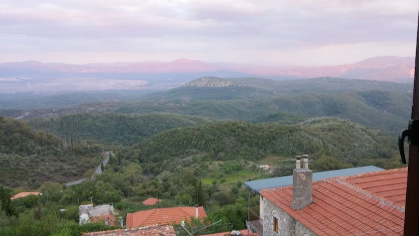 Mountain village in s Greece near ancient sites - Ano Melpia - Casa