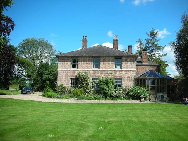 B&B quiet Georgian country home - Devizes - Bed & Breakfast