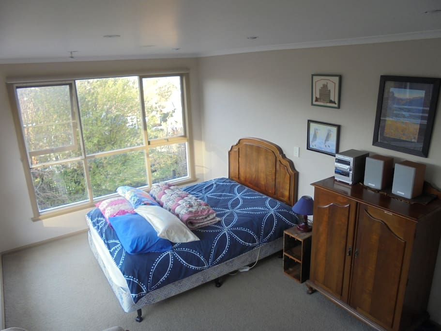 Very light and sunny Private Double Bedroom, this spacious Double Room is lovely.
