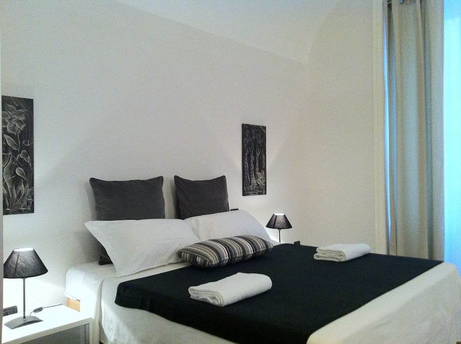 deluxe large double room with private bathroom,LCD,safe, air conditition..cozy design
