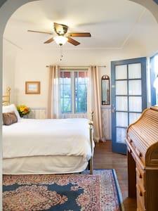 Private Entrance by East Beach - Santa Barbara - Apartment
