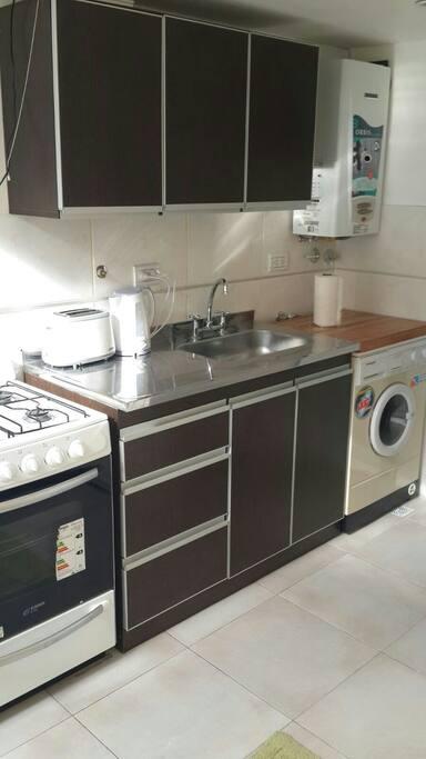 Al ser nuestra Ciudad una zona con alternativas de caminatas al aire libre, se ha incluido el lavarropa en el sector de la cocina.