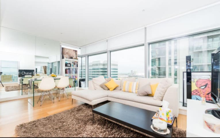 Luxury apartment in Canary Wharf