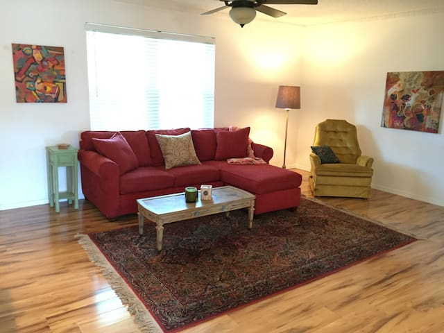 Spacious 2BR Apt on M Streets, SMU - Dallas - Apartment