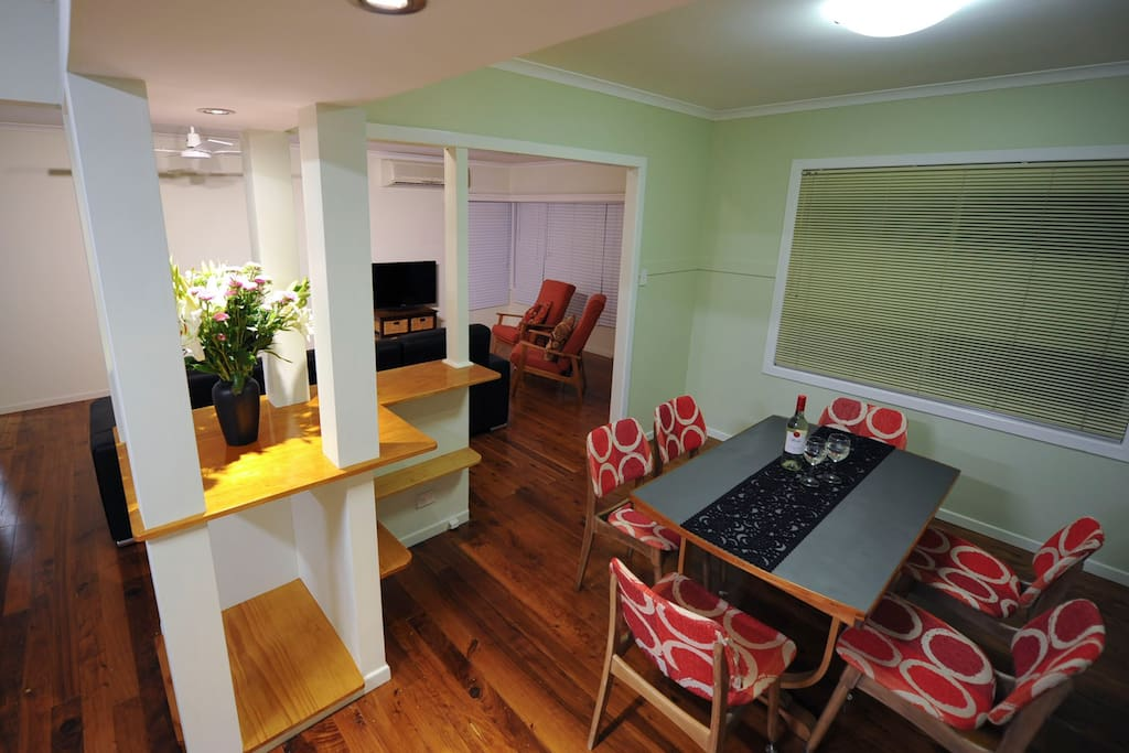 Big lounge, dining kitchen, large fridge, can fit additional 2 king single matresses on the floor for a big crowd.