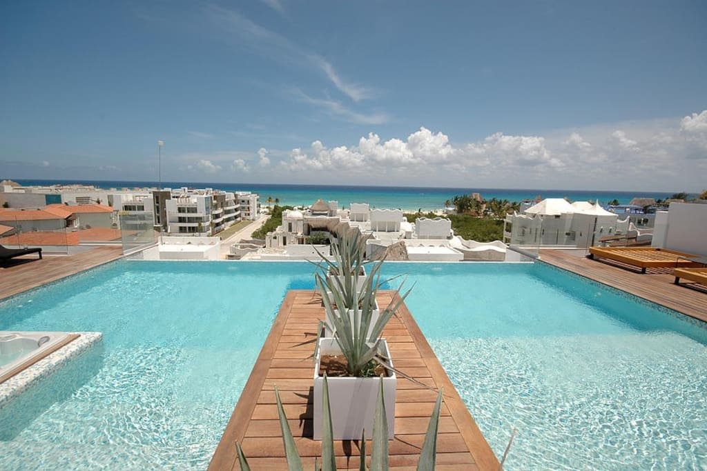 180° Ocean View shared rooftop infinity pool with kids area and jacuzzi!