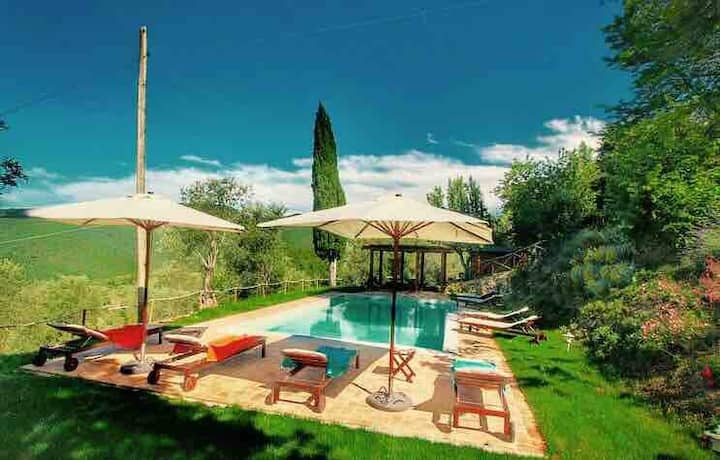 Romantic, lake view cottage for 2-4 Tuscany Umbria