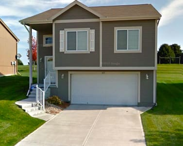 2 bed/2 bath home in W Omaha - Omaha