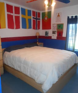 Queen size bed, limited closet space, dressers, TV & DVD player that allows for streaming of Netflix, Hulu Plus, Vudu and Amazon. Local channels only. No cable available. There is a ceiling fan. Shared bathroom.