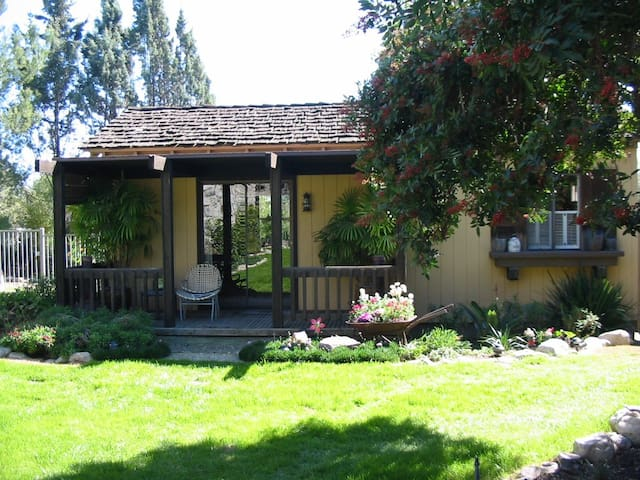 The Garden Cottage at Casa Piedra - Claremont - Claremont - Hospedaria