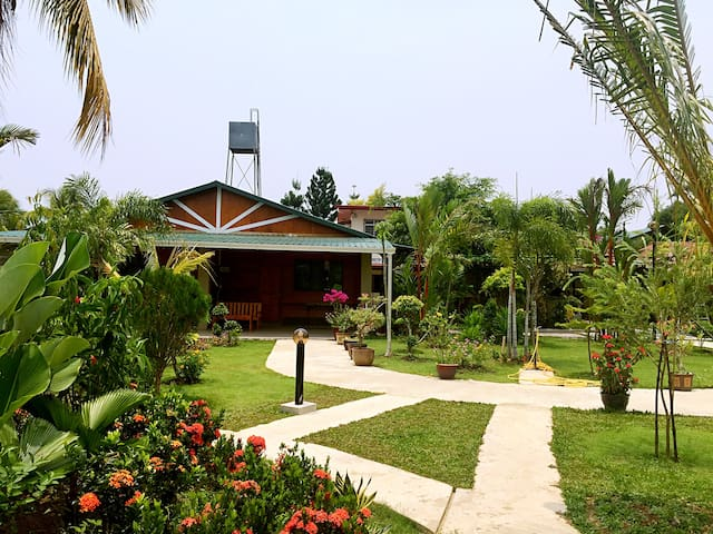 花园民宿玫瑰房 Garden Homestay: Rose 3 - Penampang