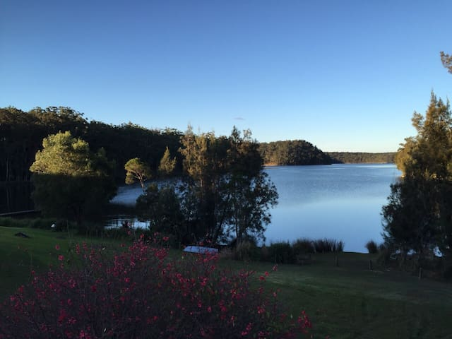 New 1 bedroom Cottage right on Lake - Lake Conjola - Daire