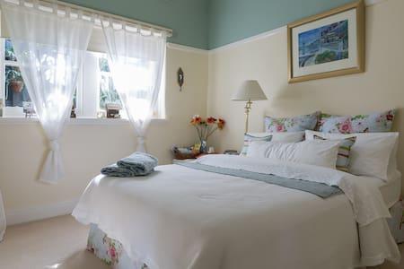 Luxury & Location  (Art Deco Home) - コールフィールド・ノース - 一軒家