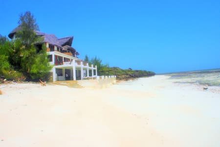 The Beach House - Master Suite - Malindi