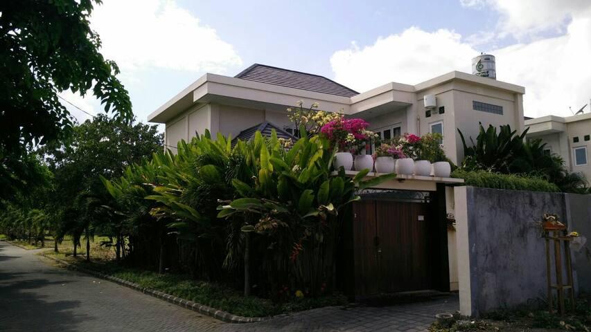 Villa Siki, Seminyak A$36 for front bedroom