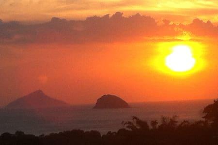 Villa with Incredible Sunset View - 상세바스티앙 - 별장/타운하우스