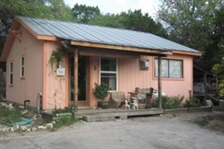 Quiet cabin in Oak Hill - Austin