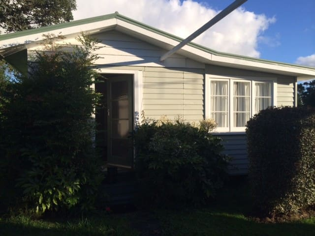 Cosy self contained cottage - Whangarei