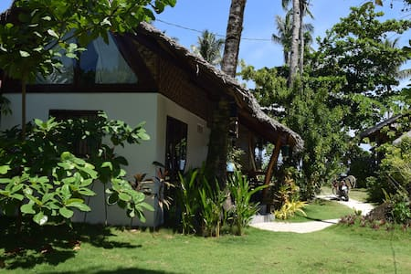 Bungalow with Beach Access - General Luna - Bungalow