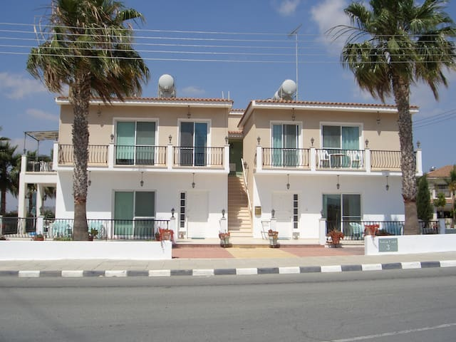 Lovely 3 bedroom duplex garden apartment,free wifi - Larnaca - Apartment