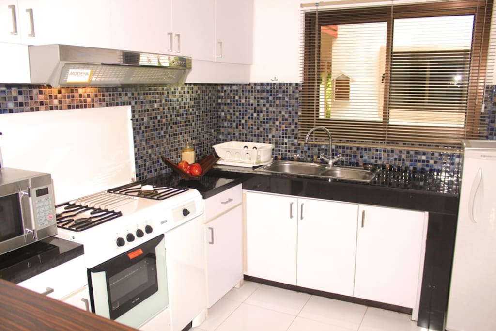 Fully Equip Kitchen with Sink, Fridge, Microwave, Oven, Stove and Hob