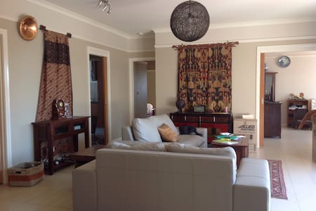 Modern Cosy home, Pet friendly, City end - Ainslie - Haus