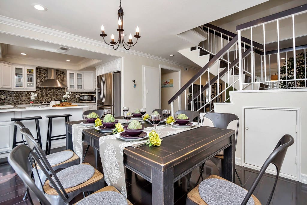 Beautiful Dining table that seats 8