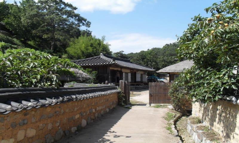 경주 양동마을의 우리 전통이 살아있는 고택 체험 - Gangdong-myeon, Gyeongju - Dom