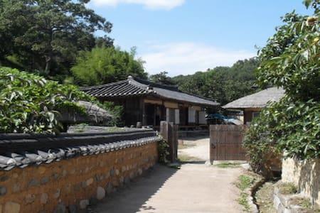 경주 양동마을의 우리 전통이 살아있는 고택 체험 - Gangdong-myeon, Gyeongju
