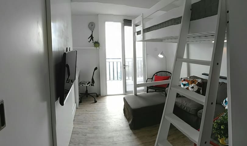 Cozy & Tiny Studio Apartment - South Jakarta