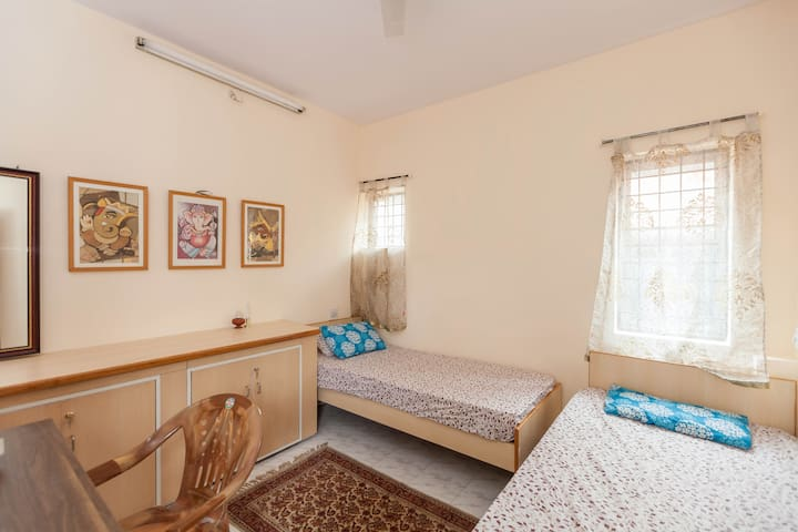 CAPRICORN - Attractive Room & gorgeous gazebo - Bangalore  - House
