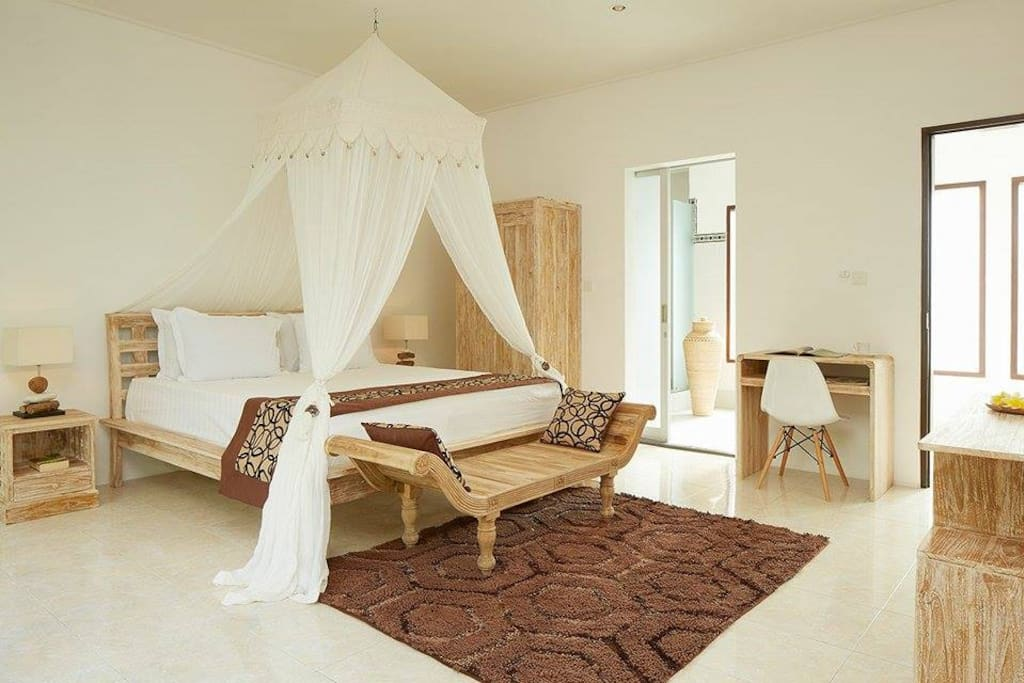2 schlafzimmer in seminyak 50 meter zum strand villen zur miete in seminyak bali indonesien. Black Bedroom Furniture Sets. Home Design Ideas